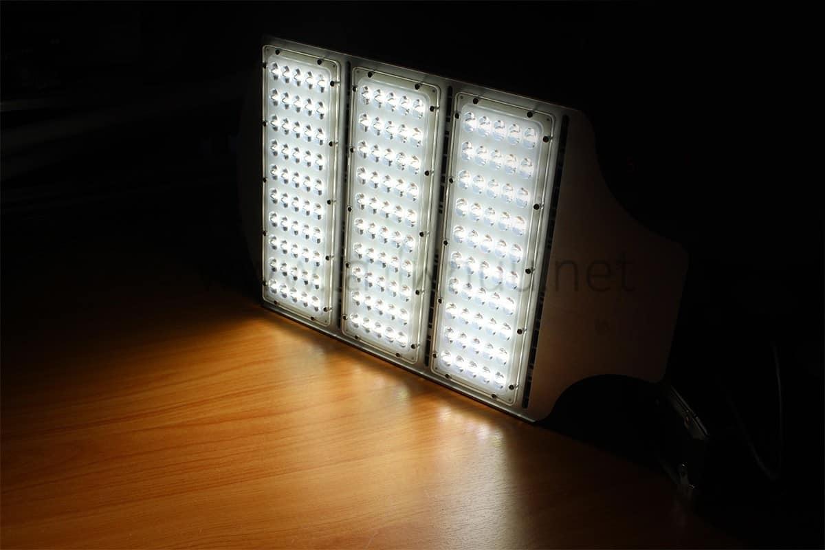 โคมไฟถนน LED150w แสงขาว ยี่ห้อIwachi