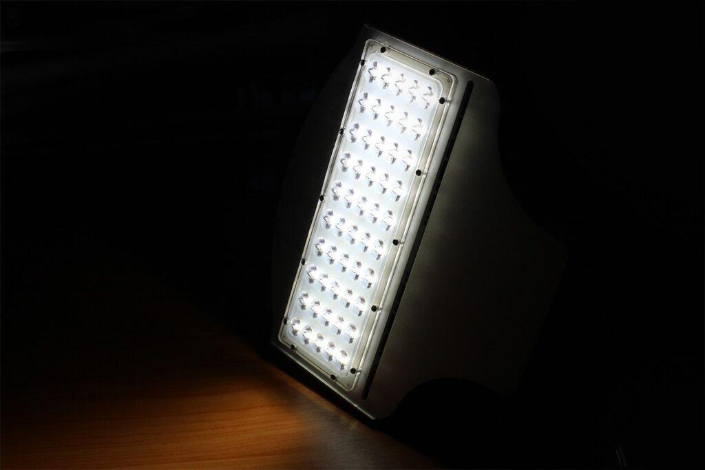 โคมไฟถนน led street light 50w เดย์ไลท์ iwachi