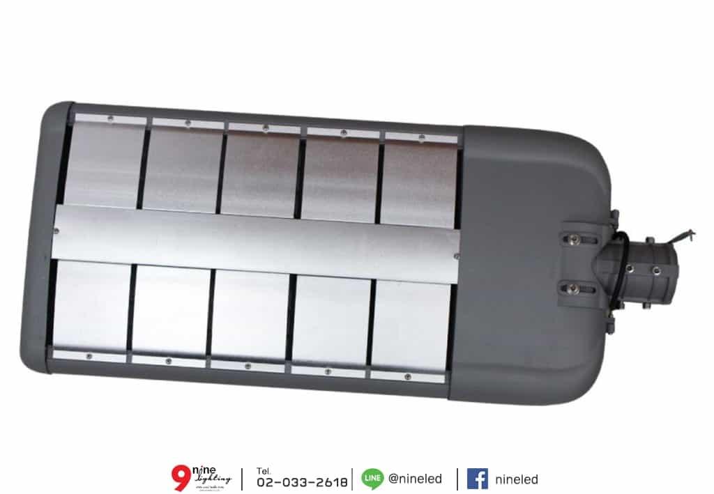 โคมไฟถนน LED Street Light 180w (วอร์มไวท์) IWACHI ภาพแผงด้านหลัง แผ่นช่วยระบายความร้อน