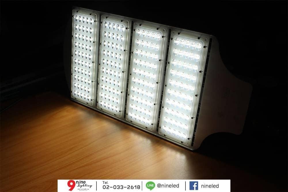 โคมไฟถนน LED Street Light 200w (เดย์ไลท์) IWACHI